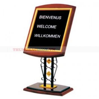 Bảng menu cao cấp đặt ở sảnh
