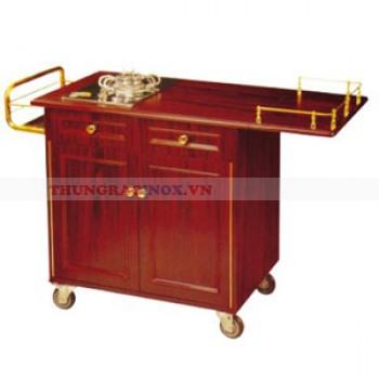 Tủ gỗ có bếp và bàn chế biến đồ ăn tại chỗ