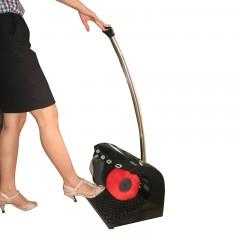Máy đánh giày có cán đẩy thuận tiện