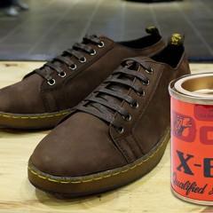 Cách tẩy keo dán dính trên giày